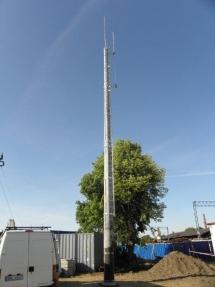 Zmigrod-maszt-z-drabinami-i-antenami